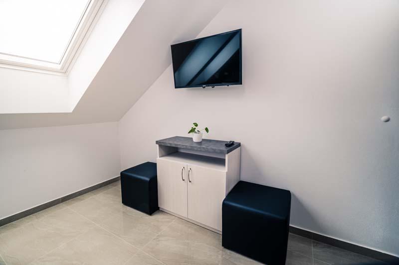 Skvěle vybavené pokoje včetně televize, podlahového vytápění i klimatizace.